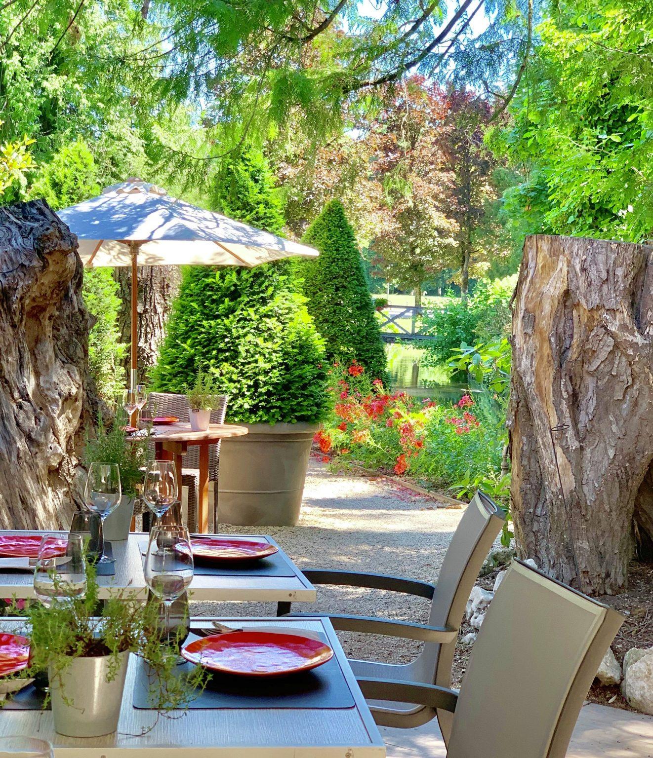 Terrasse-bistrot-du-bord-de-l'eau-bourgogne
